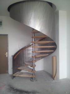 Schody kręcone wewnątrz budynku