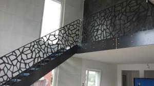 Dekoracyjna balustrada we wnętrzu domu